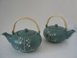 Ceramic teapot etched flowers